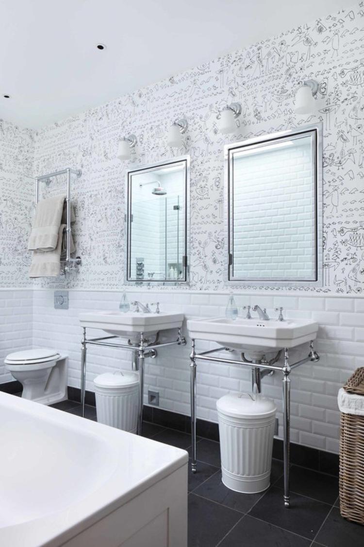 Stoere badkamer in wit. Foto geplaatst door SiendeWit op Welke.nl