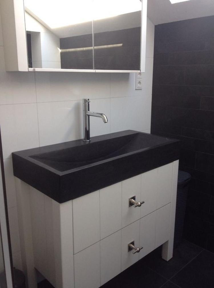 Badkamer en badkamermeubel: Landelijk gebouwd badkamermeubel met een ...