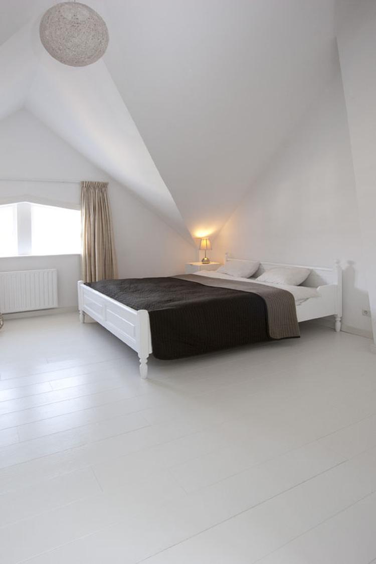 Gaaf zo\'n witte houten vloer voor in je slaapkamer! Van Beukers ...