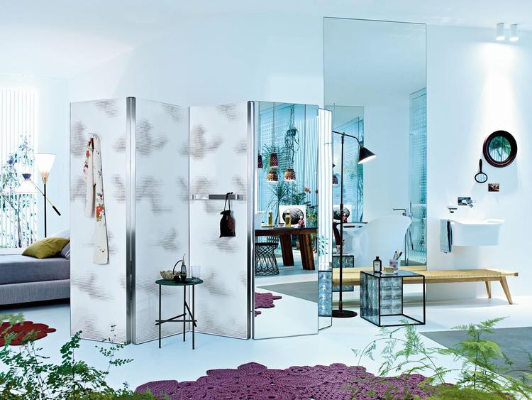Radiator Slaapkamer Meubels : Lege witte bed kamer met venster en verwarming radiator