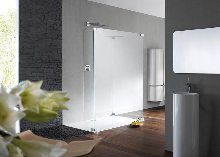 Badkamer Douchewand Glas : Strakke glazen douchewand als parel in de badkamer dit