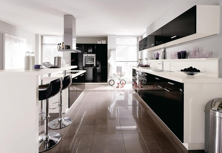 Hoogglans zwart wit keuken uit de gloss serie van alno. deze keuken