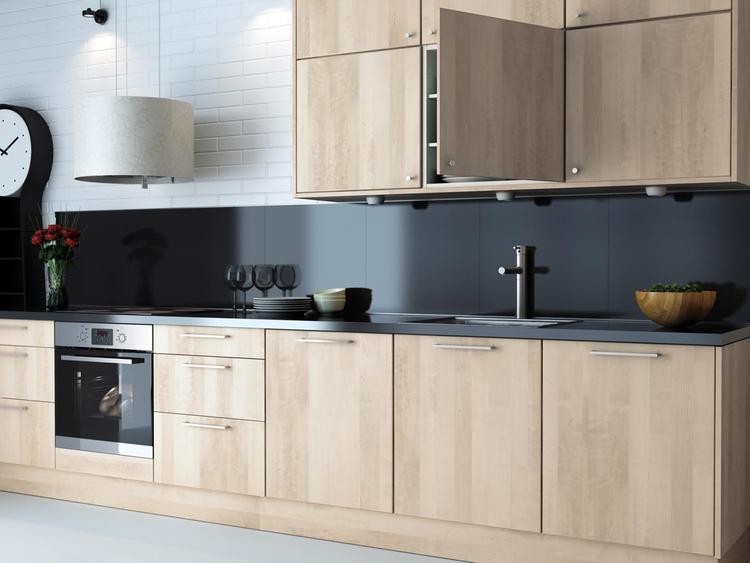 Achterwand Keuken Ideas : Moderne keuken met donkere achterwand. voor wie wel eens iets anders
