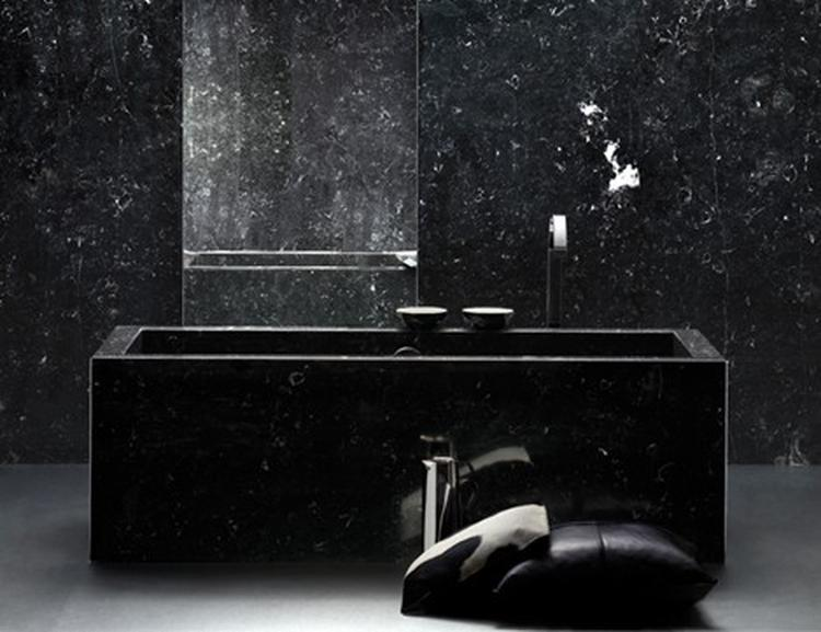 mooi bad in zwarte badkamer. Foto geplaatst door rvg2011 op Welke.nl