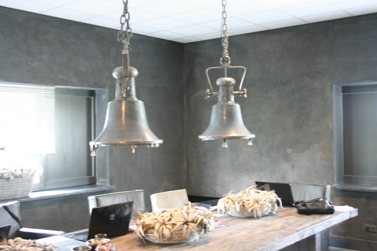 industrià le lamp mooi boven de eettafel foto geplaatst door