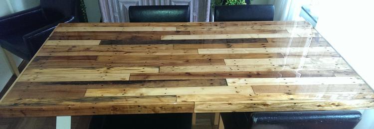 Stalen Design Tafel.Design Tafel Pallethout Met Epoxylaag En Afgelakt Stalen Poten In X