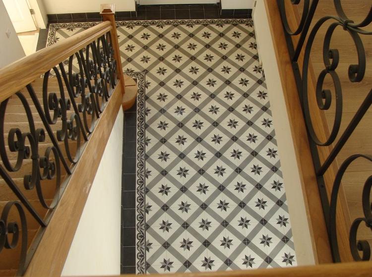 Tegels Voor Hal : Portugese tegels toegepast in een hal. serie starz 3 20x20 cm