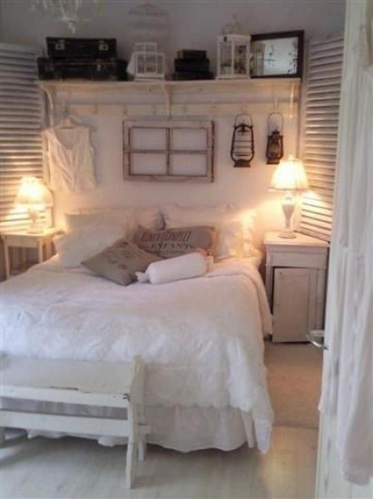 brocante slaapkamer met oude luiken, landelijk wandrek, oude, Deco ideeën