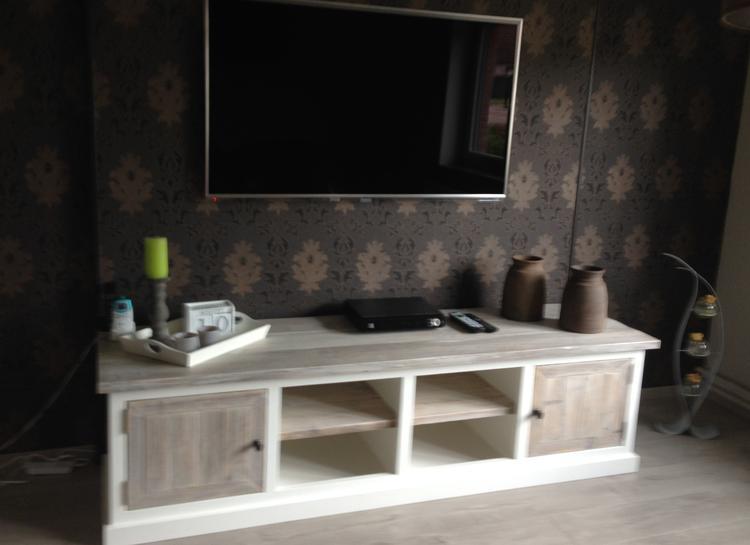 Tv In Muur : Onze tv muur met landelijke tv meubel foto geplaatst door