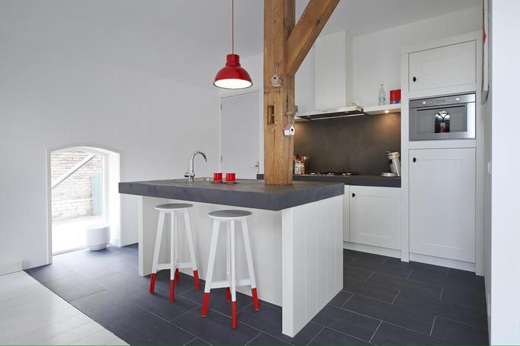 Leuke landelijke keuken met beton cire werkblad. Gemaakt door Pim ...
