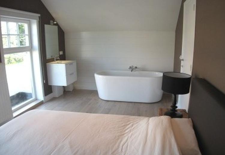 Bad op slaapkamer, kleuren. Foto geplaatst door Sask op Welke.nl