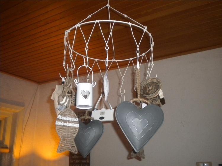 Wildrek met decoratie boven de salontafel foto geplaatst door