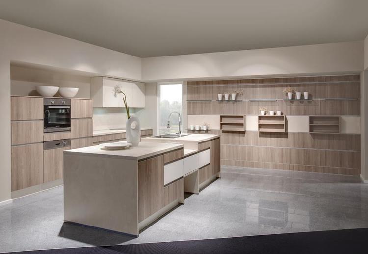 Keuken met doorlopende luifel. foto geplaatst door kwyns op welke.nl
