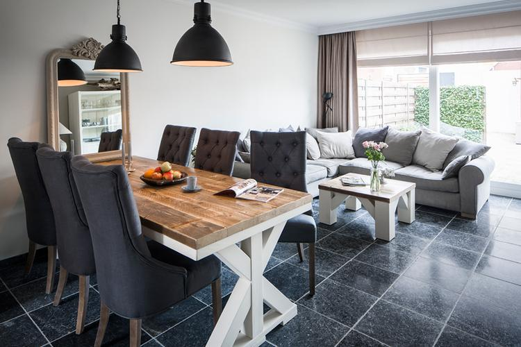 Sfeervolle woonkamer met een steigerhouten tafel.. Foto geplaatst ...
