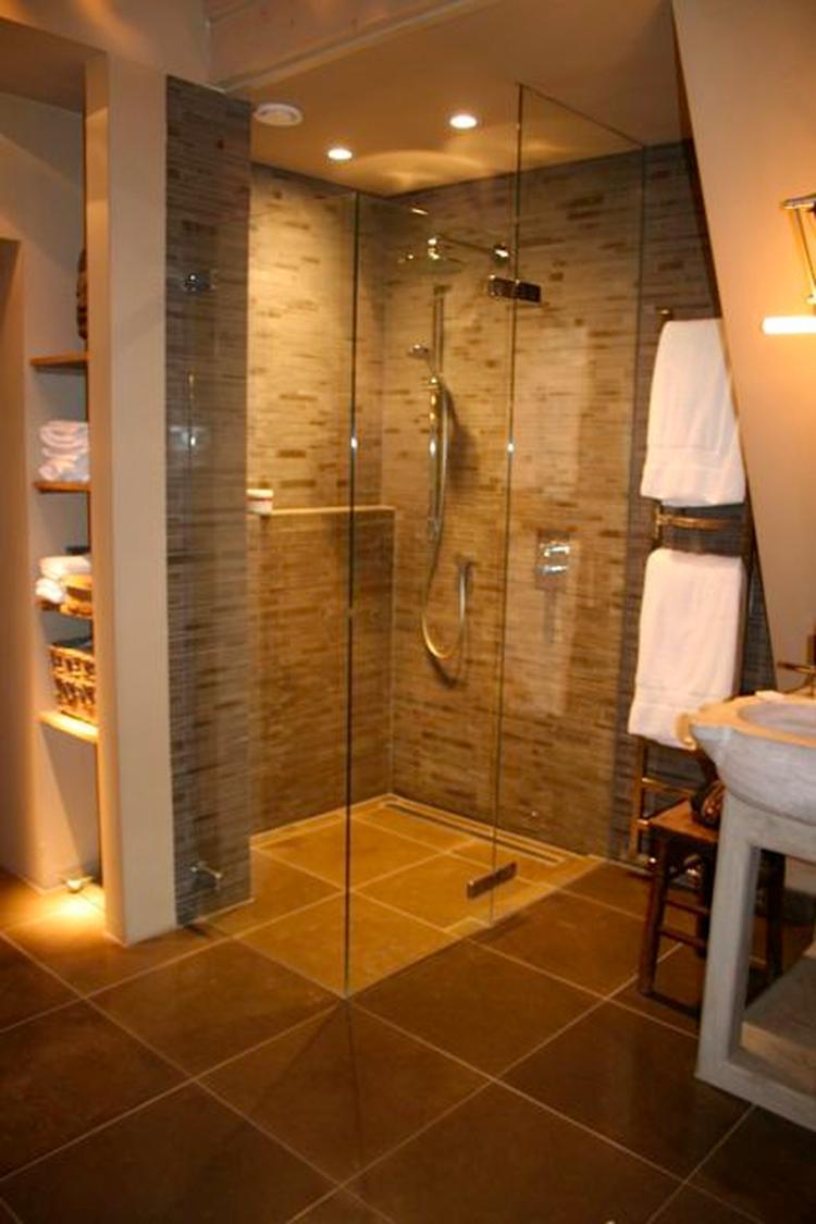 warme kleuren in badkamer. Foto geplaatst door Sterrebb op Welke.nl