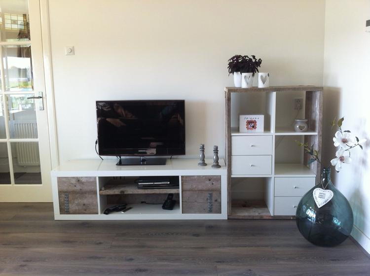 Ikea Tv Meubel Open Kast.Ikea Expeditkast Kapot Gezaagd En Met Steigerhout Omgetoverd Tot