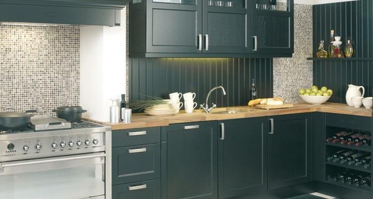 Grijze Houten Keuken : Grijze keuken iets te donker met houten aanrechtblad foto