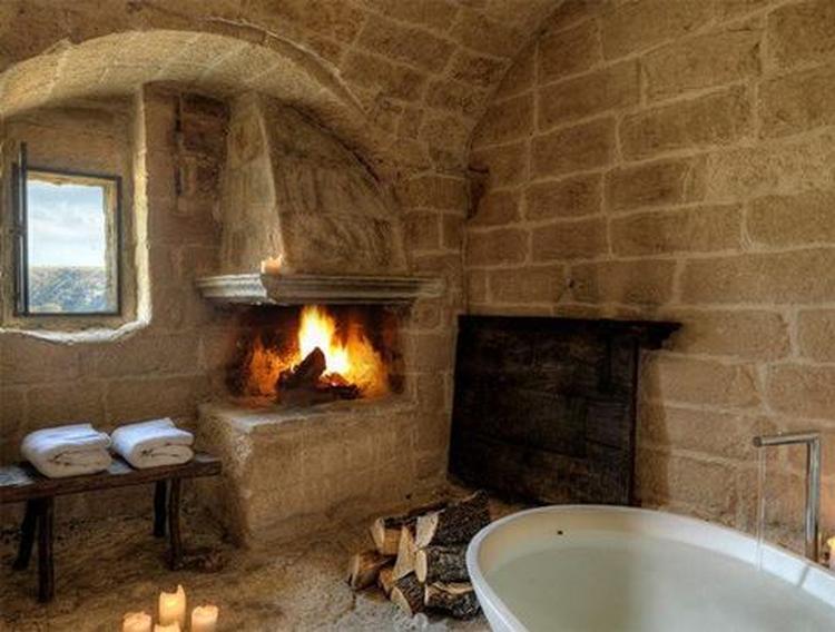 Natuurlijke badkamer met open haard. Foto geplaatst door Robbert54 ...