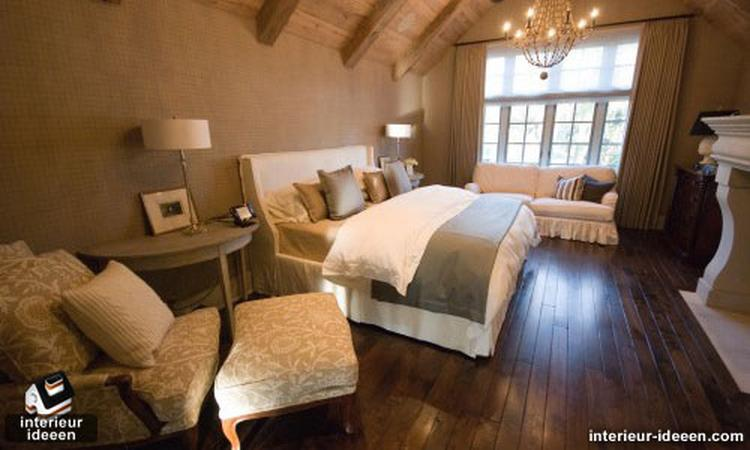 Knusse maar donkere slaapkamer. Romantisch en heerlijk om te ...