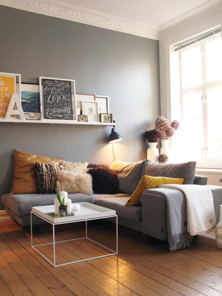 Bar Plank Aan Muur.Grijs Als Basis Kleur Gemengd Met Warme Kleuren De Lijsten Op Een