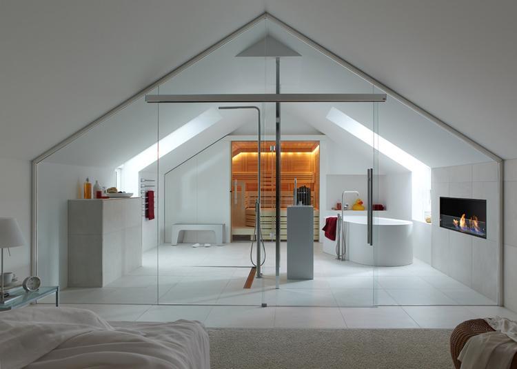 Design bed- badkamer met douche, bad, sauna en haard. Deze ...