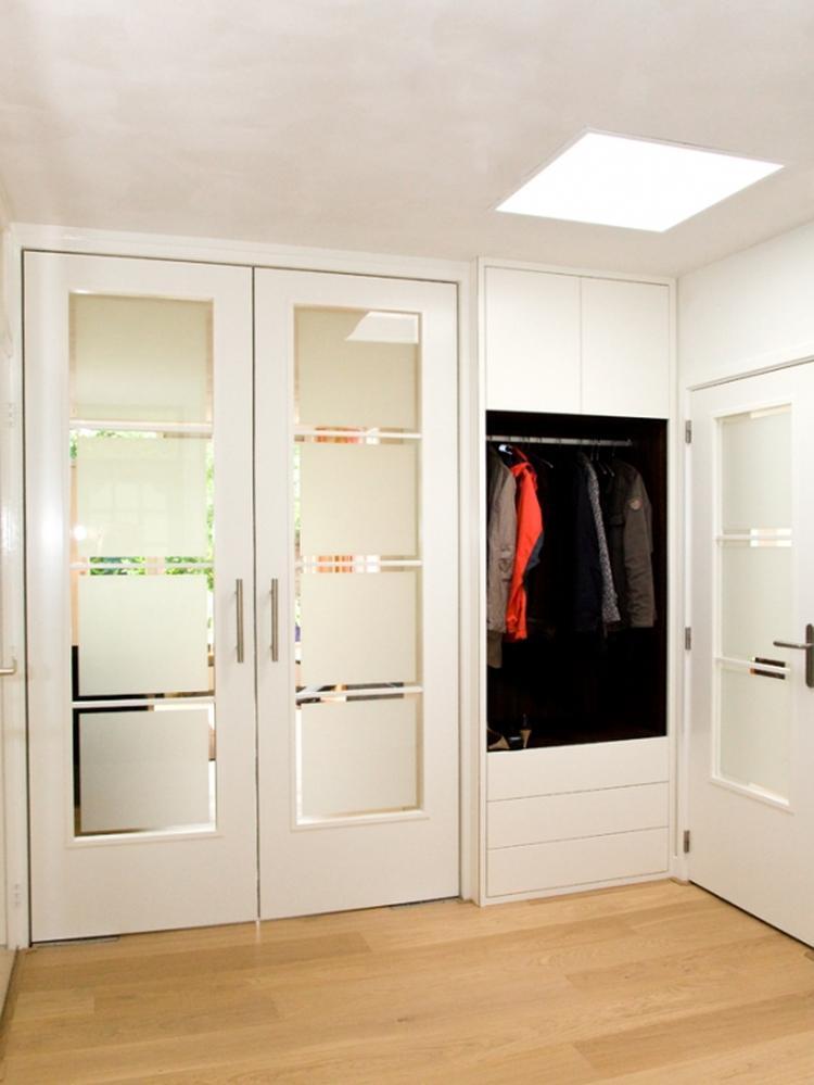 Garderobe Kast Nl.Melkglas Deuren In Hal En Inbouw Garderobe Kast Foto Geplaatst Door