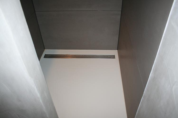 Welke Gietvloer Badkamer : Een pu gietvloer is ideaal in een douche. zorg voor een goed afschot