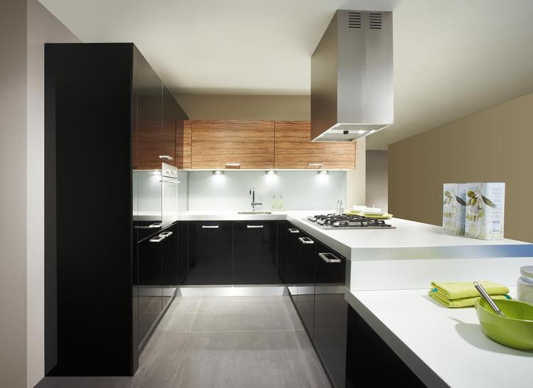 Witte keuken in prachtige ruime opstelling uitgeleverde keukens oude booyink oldenzaal - Kleine witte keuken ...