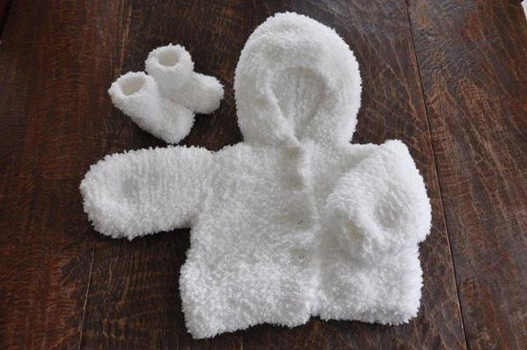 Breien Zelfgebreid Babyjasje Met Slofjes Van Fluffyzacht Pluizig