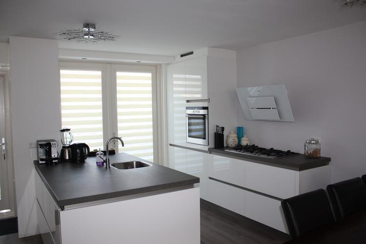 Voorbeelden schiereiland keuken kleine keuken kookeiland of hoekkeuken bekijk de - Kleine open keuken met bar ...