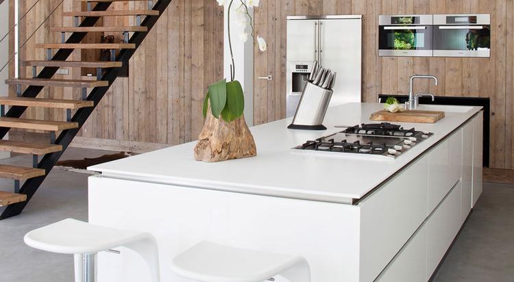 Witte greeploze keuken. foto geplaatst door juliokw op welke.nl