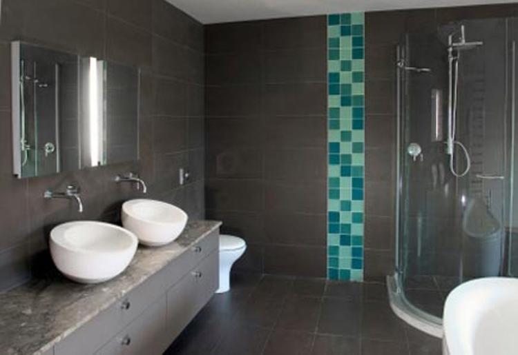 Moderne grijze badkamer met turkoise.. Foto geplaatst door CorineJ ...