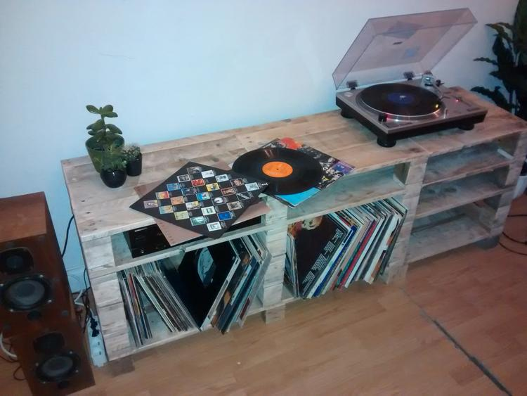 Palletten Vinyl Kast Expedit Platenspeler Dj Muziek Foto