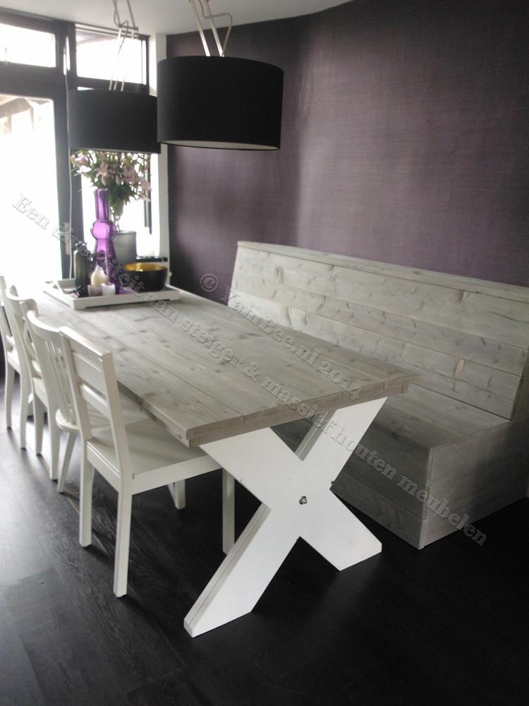 Stoere Steigerhout Meubelen.Stoere Steigerhout Eettafel Op Een Kruispoot Onderstel Met Kruispoot