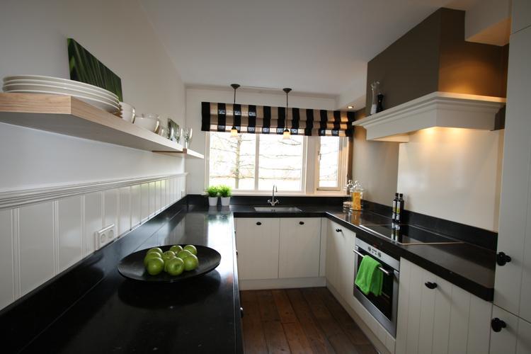 Mooie rustige, klassieke keuken in landelijke stijl.. Foto ...