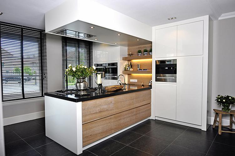 Einde Witte Keuken : Hier zie je mooi zo n witte uiteinde van de keuken foto