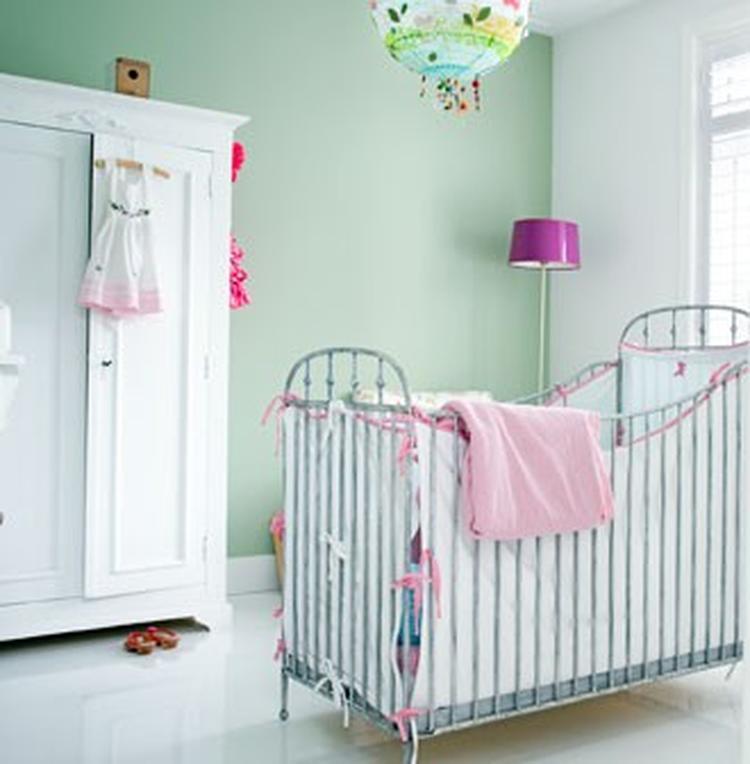 rustige landelijke babykamer met mooie warme kleuren.. foto, Deco ideeën