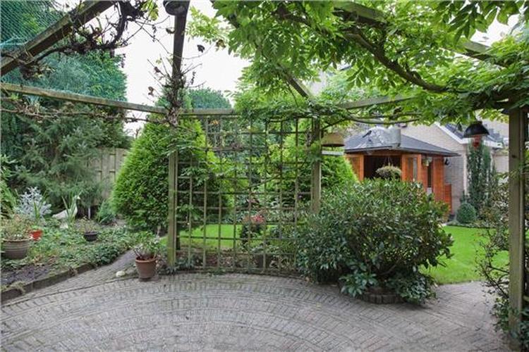 Pergola In Tuin : Kleine tuin ontwerpen en inrichten bekijk onze tips