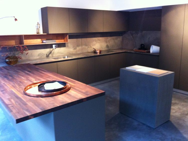 Keuken Gietvloer Marmer : B keuken van bulthaup een ranke en strakke keuken opgebouwd uit