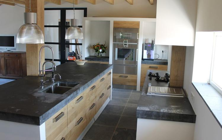 Houten koak design keuken met ikea kasten, dik betonnen blad van ...
