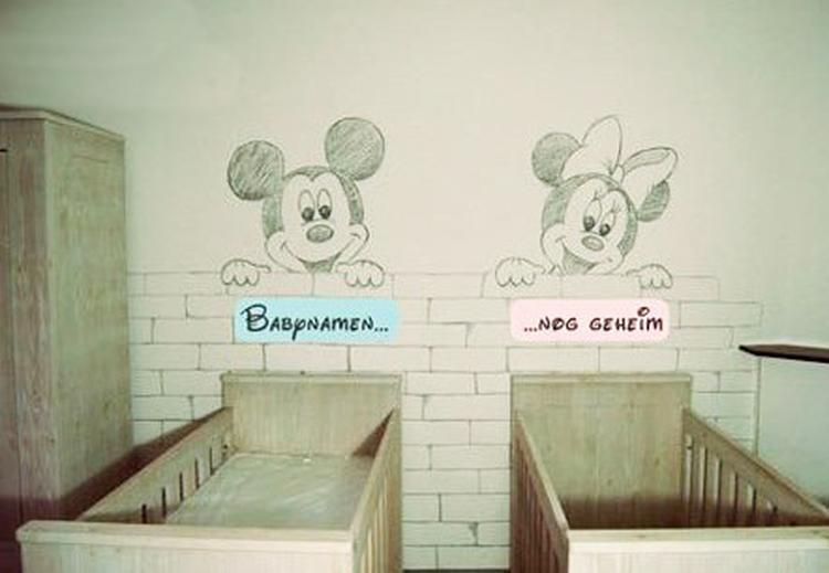 Mickey Mouse Nachtkastje.Mickey En Minnie Mouse Muurschildering In Schetsstijl Voor De