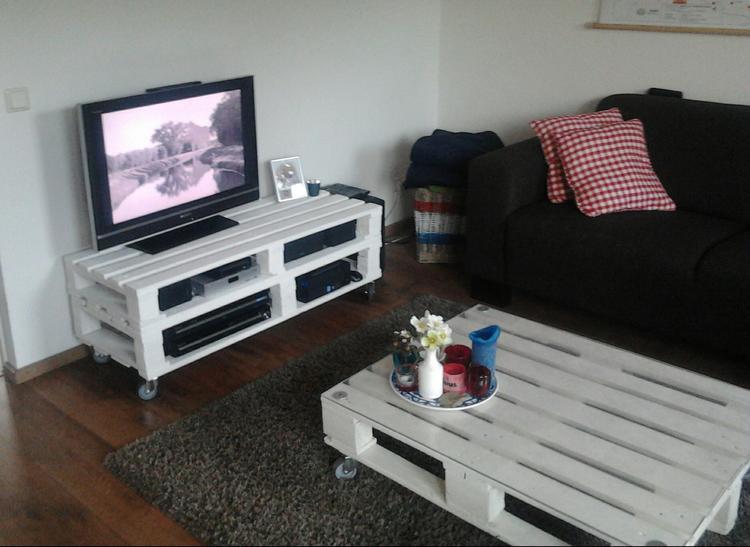 Meubels Op Wieltjes : Retro tv meubel op wieltjes het packhuys hoogstraten brocante