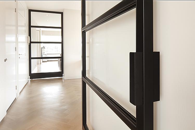 Eenvoudige Industrieel Woonkamer : Industriële deur metalen deuren industrieel interieur