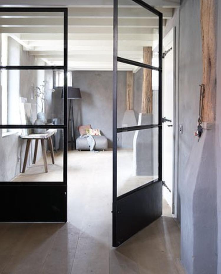 Industriele deuren - industrieel interieur - industriële woonkamer ...
