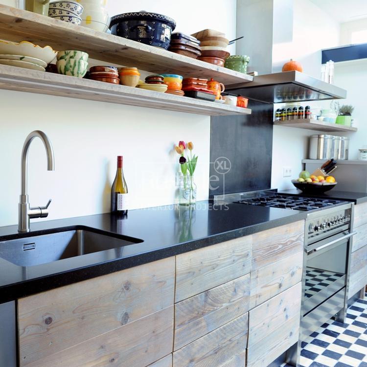Mooi keuken met zwart blad. foto geplaatst door elsje1 op welke.nl