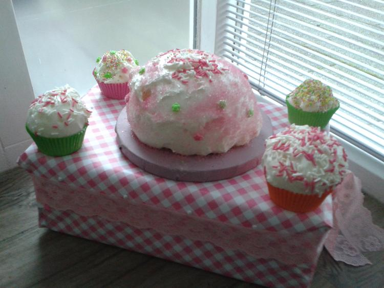Surprise Gemaakt Met Cupcakes Van Purschuim Foto Geplaatst Door