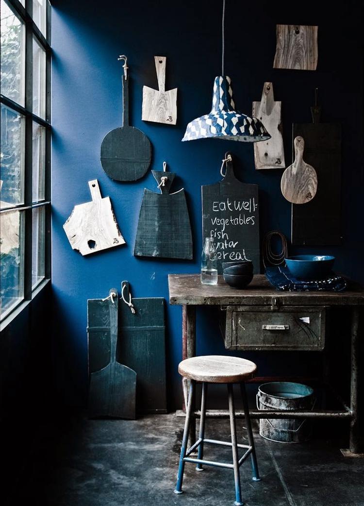 Industrieel interieur - blauw - industriële woonkamer. Foto ...
