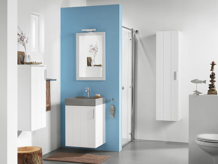 Blauw in de badkamer. Ik weet niet wat het is, maar blauw en ...