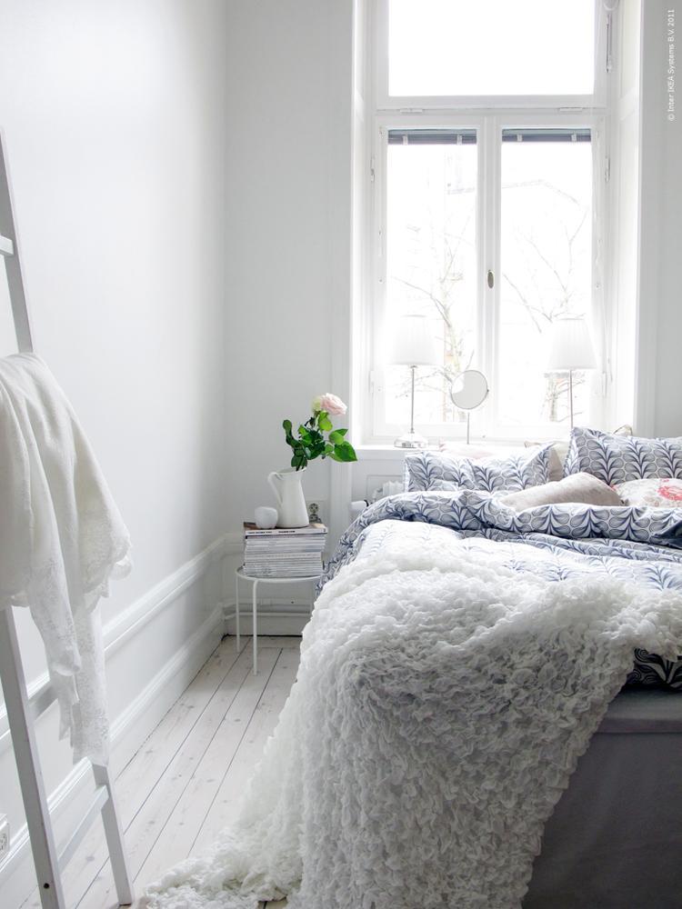 witte rustige slaapkamer van ikea. wow wat een rust straalt deze, Deco ideeën