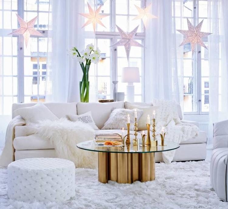 Witte kamer met gouden accenten. Prachtig wit interieur met gouden ...